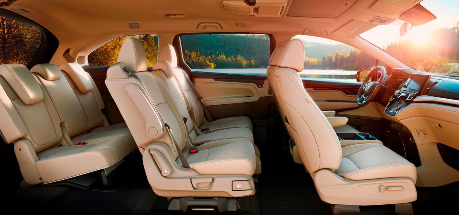 Honda Odyssey 2018 full inside shot